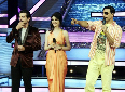 Akshay Kumar with show hosts Jai Bhanushali and Saumya Tandon at ROWDY RATHORE promotions on sets of Dance India Dance Season 3 Photo