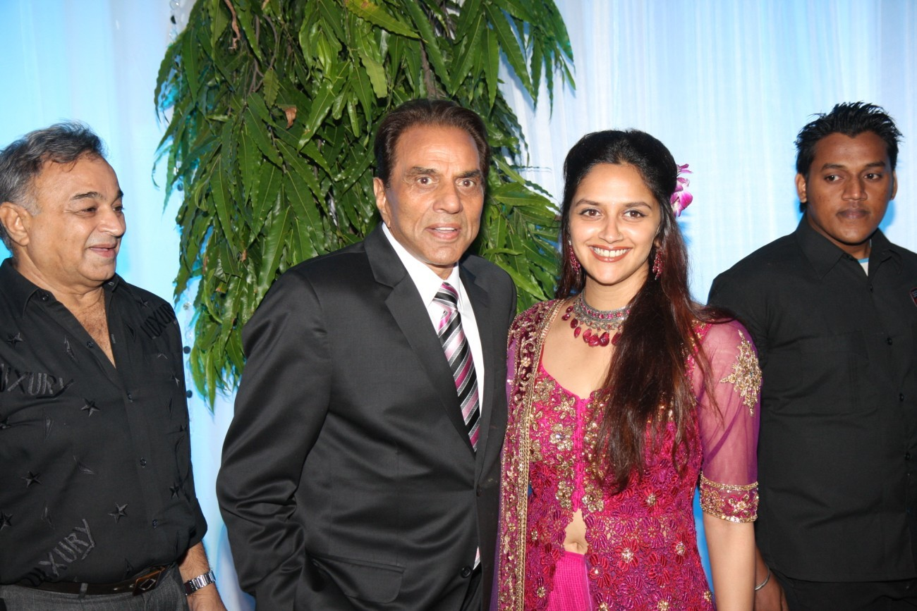 Dharmendra with youngest daughter Ahana Deol at wedding reception of ... for Dharmendra Daughter Wedding  110yll