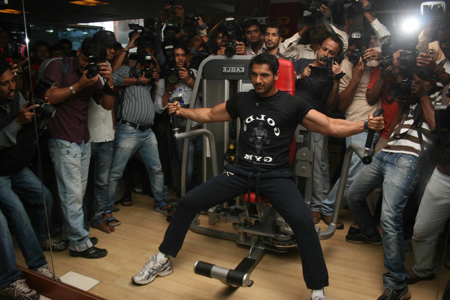 John Abraham working out in the gym 3 : rediff bollywood photos on ...