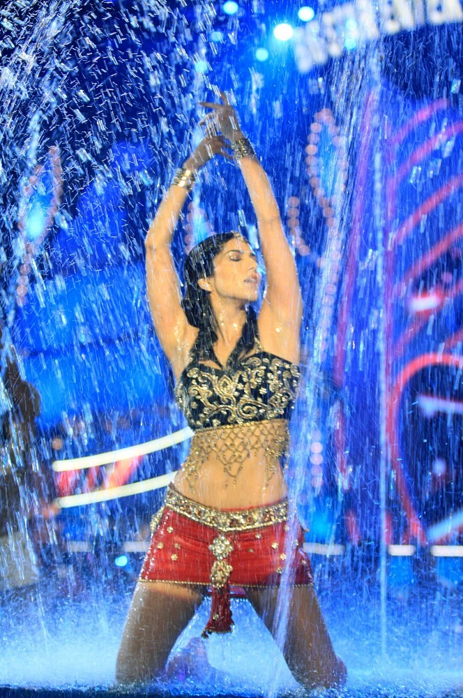Sunny Leone wet performance on stage at the BIG STAR ENTERTAINMENT