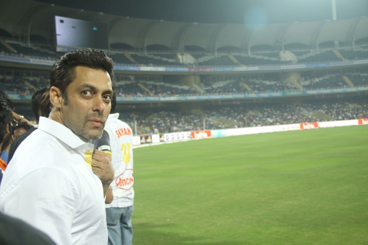 ... Nerul promoting JAI HO CCL 1 : rediff bollywood photos on Rediff Pages