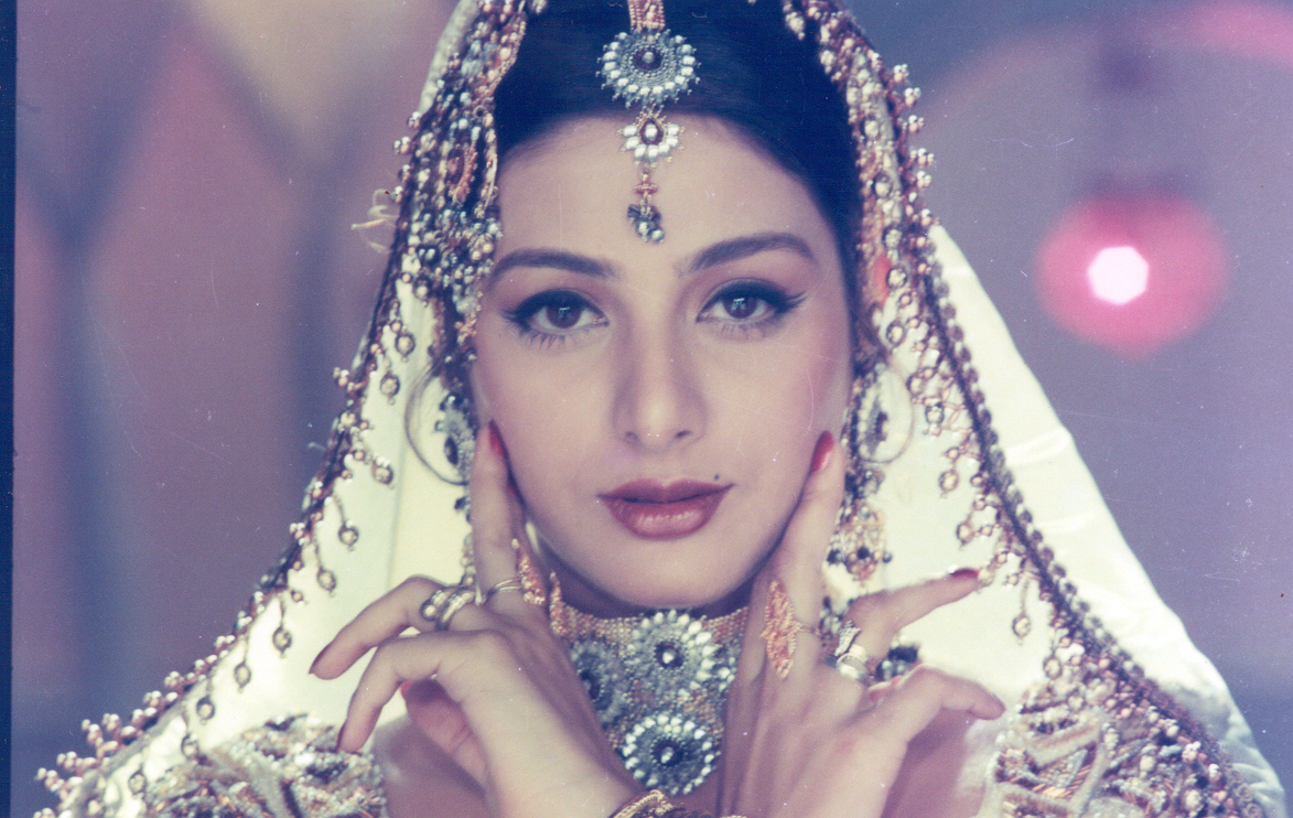 Tabu In Dance Pose : Tabu Photos On Rediff Pages