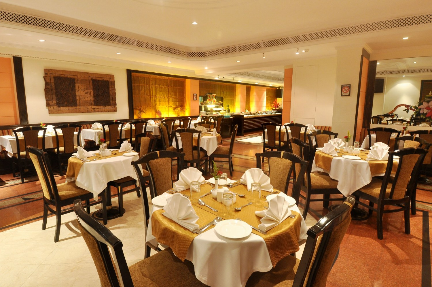 Tamarind restaurant fariyas hotel mumbai on rediff pages for Tamarin cuisine