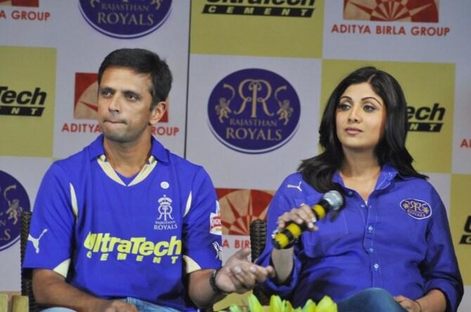 shilpa shetty rahul dravid s sreesanth shaun tait at the new t shirt launch of ipl team rajasthan royals-photo10
