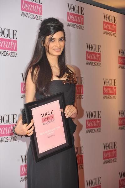 Diana Penty at VOGUE BEAUTY AWARDS 2012 in Mumbai  2