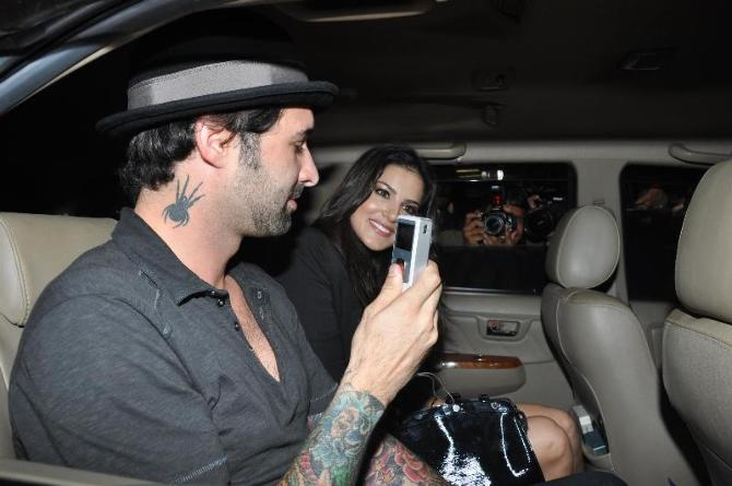 Porn actress Sunny Leone with husband Daniel snapped on arrival at Mumbai International Airport to promote film JISM 2  6