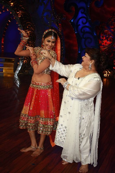 Genelia DSouza learning dance steps from Saroj Khan on shooting sets of Nachle Ve at RK Studios in Mumbai  1