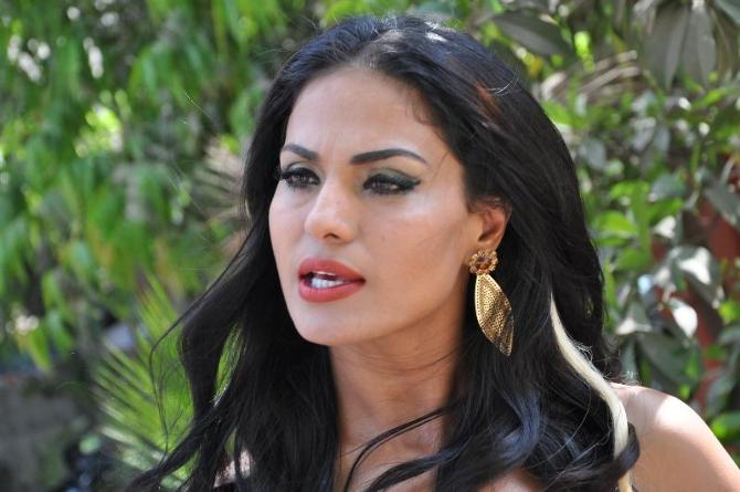 Pakistani actress veena malik on the shooting sets of talk for Pakistani talk shows