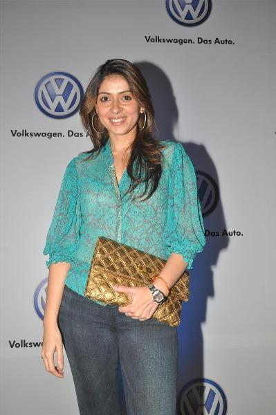 bollywood celebs at planet volkswagen launch at blue frog-photo14