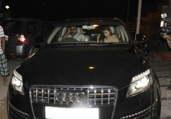 Alia Bhatt spotted travelling at midnight in her Audi Q7 car in Juhu  Mumbai  4