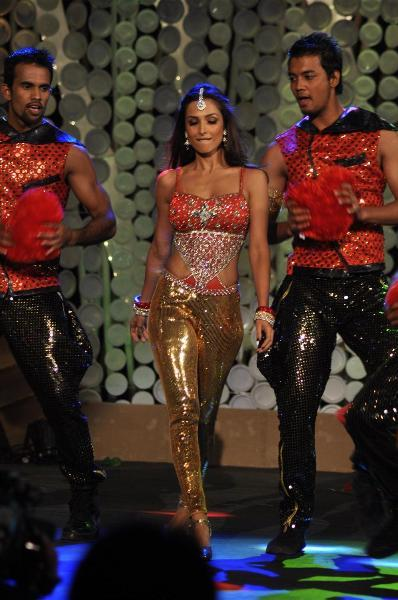 Malaika Arora Khan dancing at NDTV Greenathon 2012 at YRF Studios in Mumbai  4