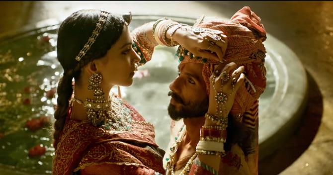 Deepika Padukone   Shahid Kapoor PADMAAVAT Movie Stills  8