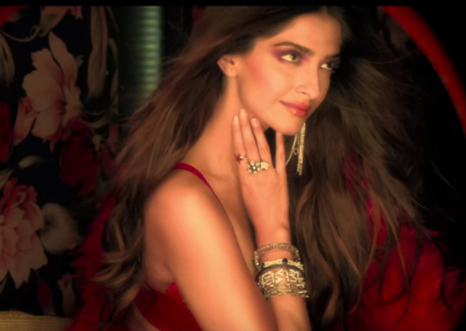 Tareefan song from movie Veere Di Wedding Kareena Kapoor Khan  Sonam Kapoor  Swara Bhaskar  18