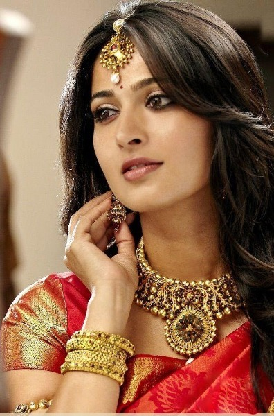 Anushka Shetty Hot Saree Pic