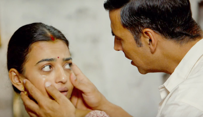 Radhika Apte   Akshay Kumar Padman Movie Stills  8