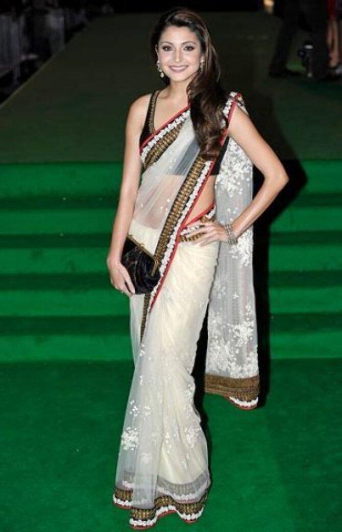 Anushka Sharma Pose at IIFA 2011