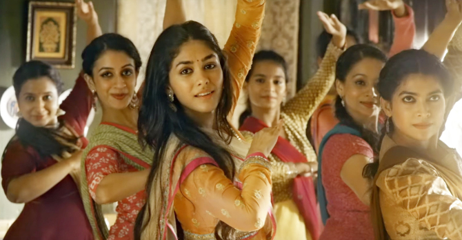 Jugraafiya song from Super 30 starring Hrithik Roshan   Mrunal Thakur  22