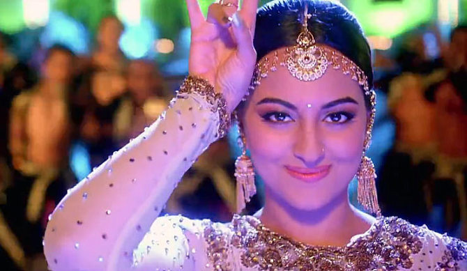 Sonakshi Sinha Tevar Film Song Pic : sonakshi sinha photos ...