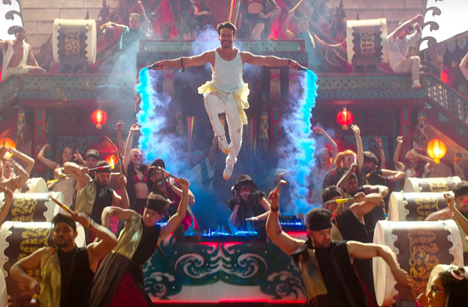 Hrithik Roshan   Tiger Shroff War Movie Jai Jai ShivShankar Song Pics  18