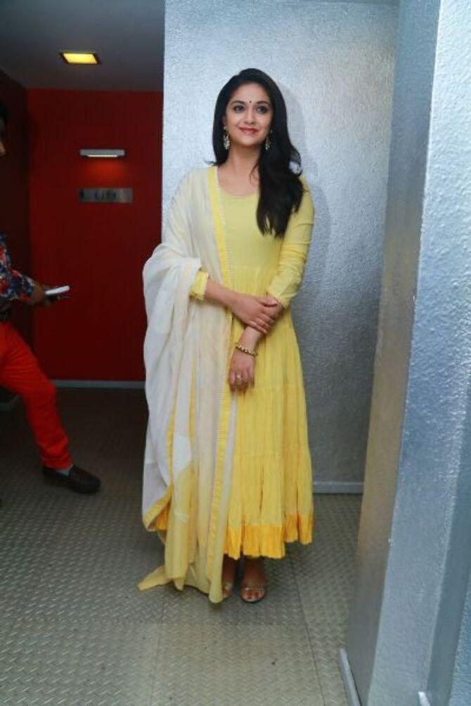 nadigaiyar thilagam movie photos-photo16