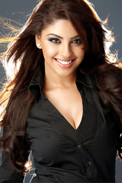 Richa Gangopadhyay Hot Photo in Black Dress