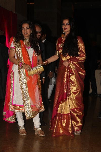Wedding Pics on Rekha With Juhi Chawla At Ritesh Deshmukh Genelia Wedding Reception At
