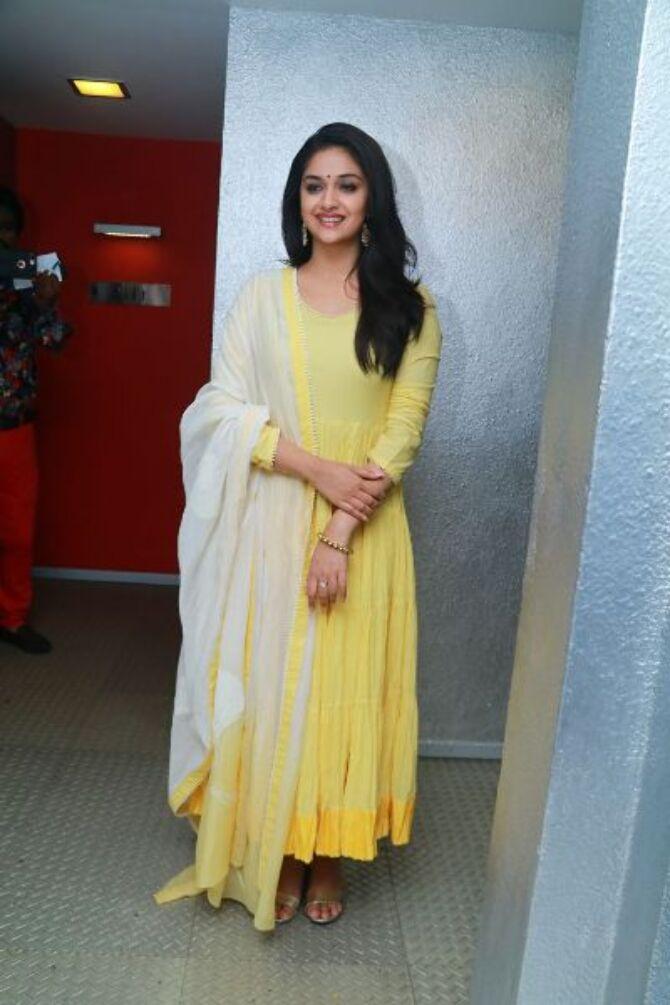 nadigaiyar thilagam movie photos-photo23