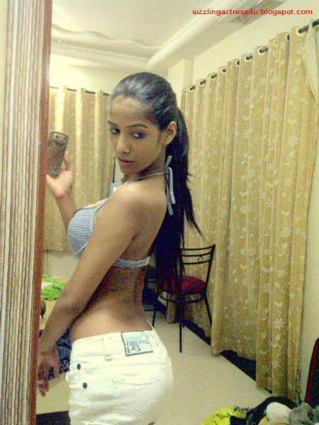 Poonam Pandey Hot Photo
