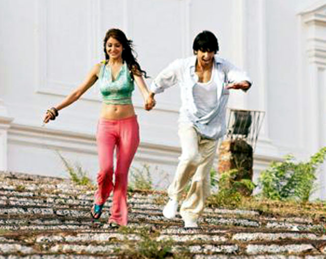 Anushka Sharma In Bikini In Ladies Vs Ricky Bahl Anushka Sharma Ranveer...
