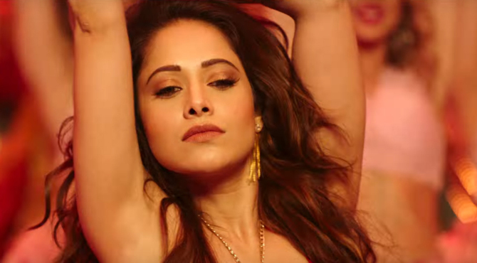 Nushrat Bharucha Sunny Singh  Kartik Aryan Sonu Ke Titu Ki Sweety Movie Song Pics 44