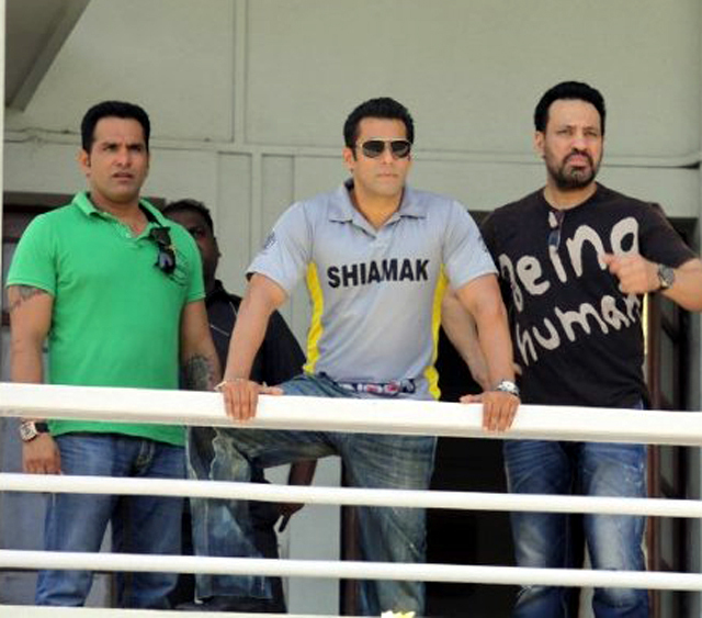 Salman Khan with his Bodyguard Shera at Junoon Celebrity Charity Cricket Match in Mumbai Photo