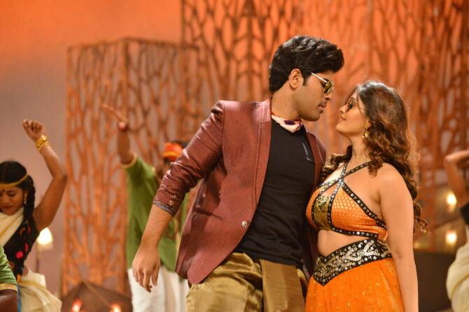 okka kshanam telugu movie photos-photo14