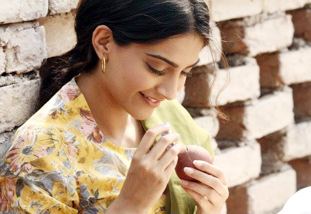 Sonam Kapoor Bhaag Milkha Bhaag Movie Still