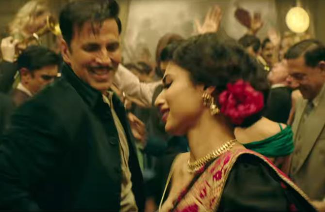 Mouni Roy and Akshay Kumar GOLD Movie Stills  12
