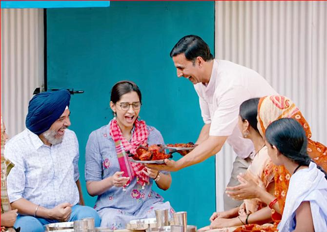 Sonam Kapoor   Akshay Kumar PADMAN Movie Stills  15