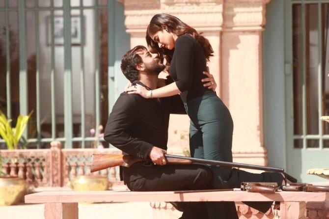 Ajay Devgn and Illena Dcruz Baadshaho Movie Pics
