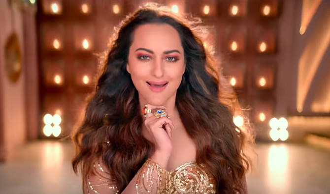 Sonakshi Sinha Special Appearance for Total Dhamaal Hindi Movie Photos  43