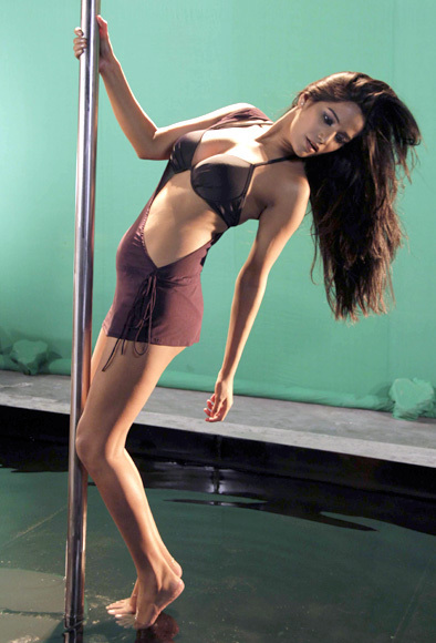 Poonam Pandey Pole Dance for Nasha Movie Promotion